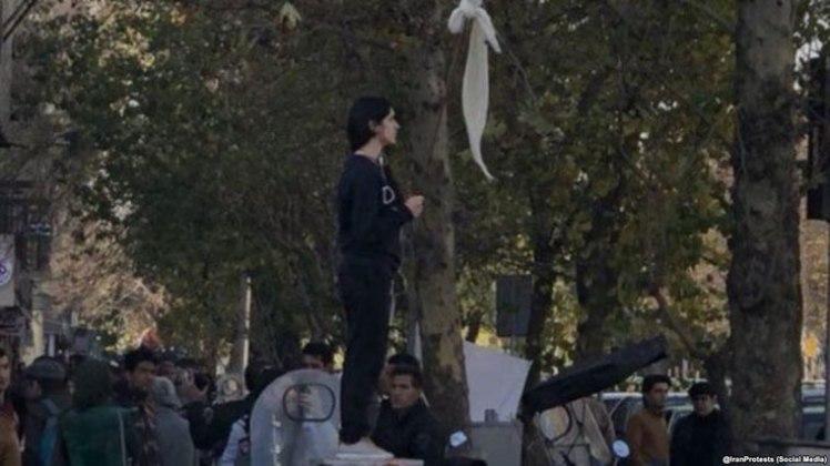 Iranian women protest