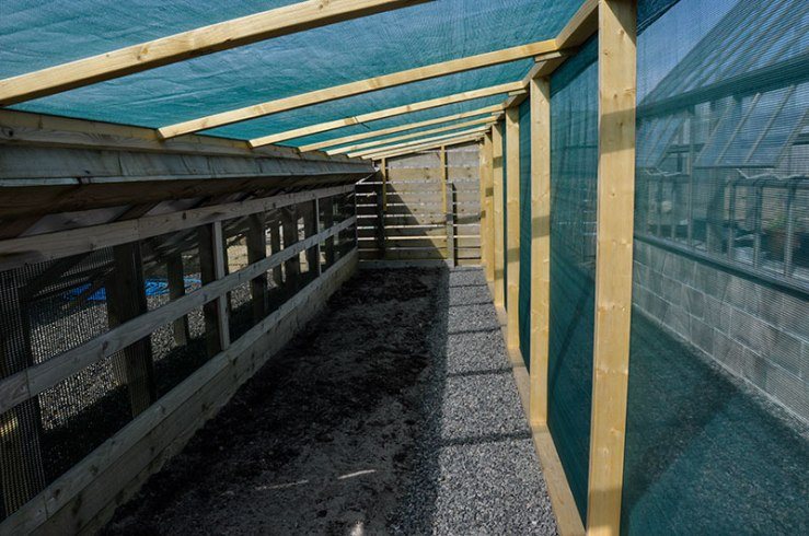 Wind protection for the shade bed